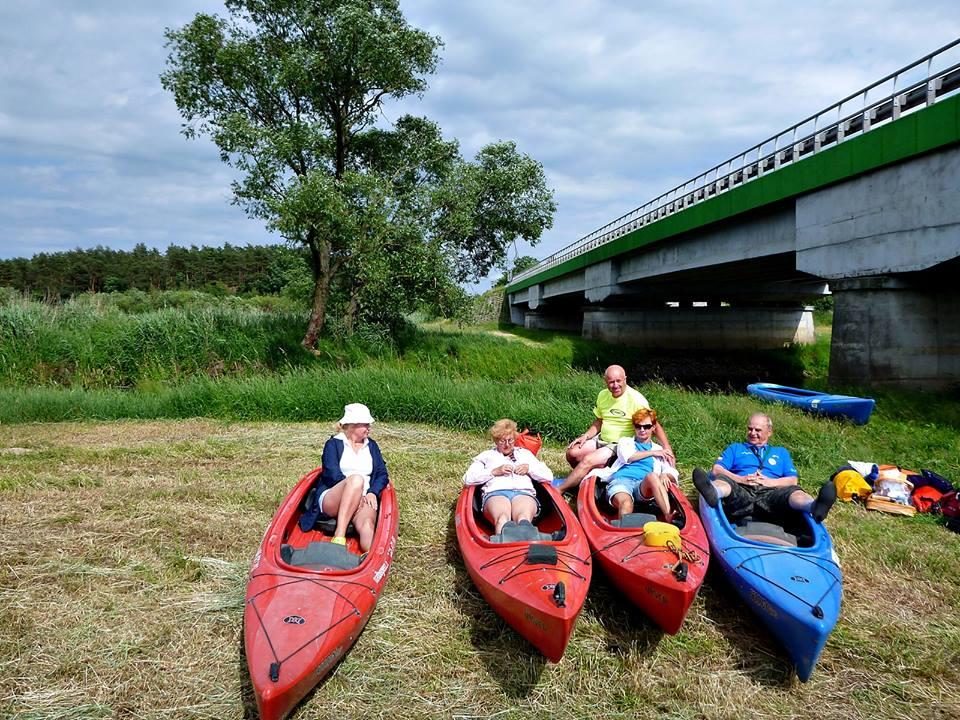 Most w Woskrzenicach Dużych nad Krzną. rzeka Zielawa i Krzna