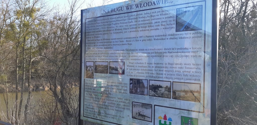 Tablica informacyjna nad Bugiem we Włodawie - włodawski wodowskaz
