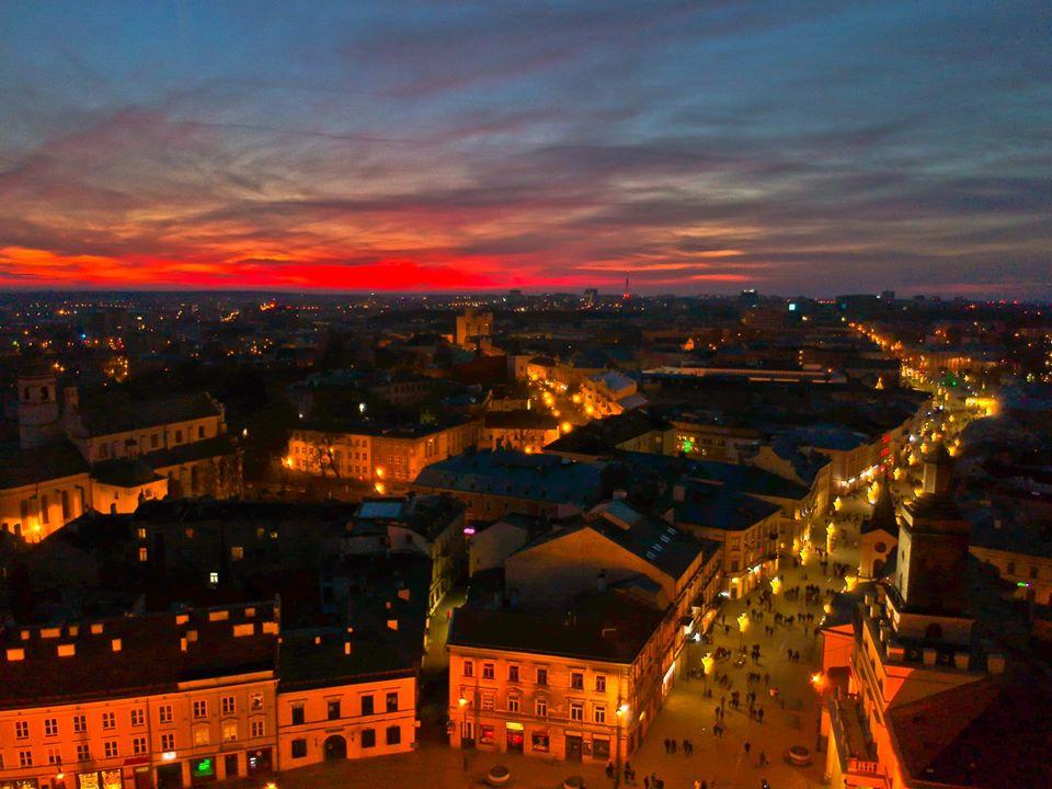 Lublin citybreak - widok na deptak i ratusz miejski w Lublinie