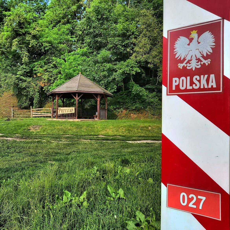 Szlak kajakowy Poleska Dolina Bugu, znak graniczny 027, Różanka, kajaki Różanka, spływ Bugiem, kajakowa przygoda,