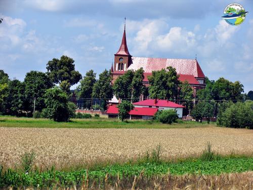 Kościół w Malowej Górze. Malowa Góra - widok na kościół