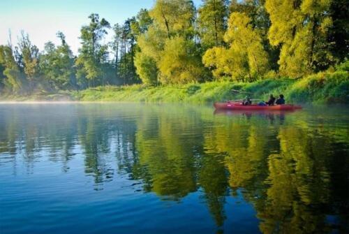 piękny wschód kajaki, poranny spływ Bugiem, kajak wyprawowy, sławatycze, poranny spływ Bugiem, przygoda w kajaku, aktywny wypoczynek